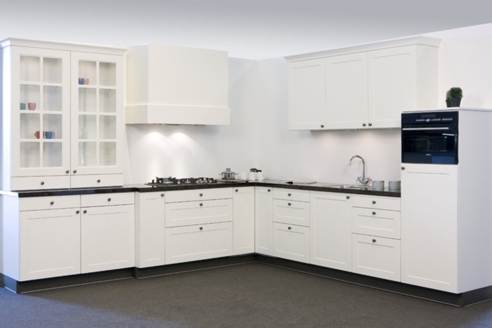Keuken Modern Klassiek : Modern comfort in een stijlvol jasje: dat zijn onze klassieke keukens